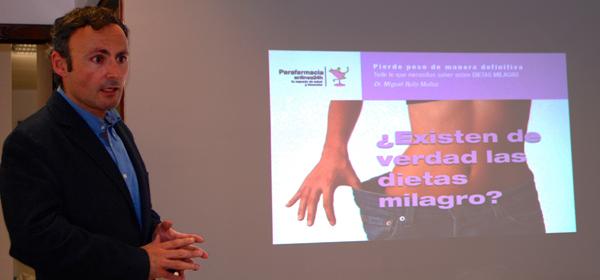 El Dr. Miguel Rufo durante su charla ¿Existen las dietas milagrosas?