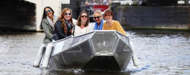 Rent a boat in Amsterdam Girls' weekend in Amsterdam Clink hostels