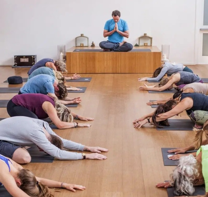 De Niewue Yogaschool | Yoga Classes Amsterdam | Clink Hostels