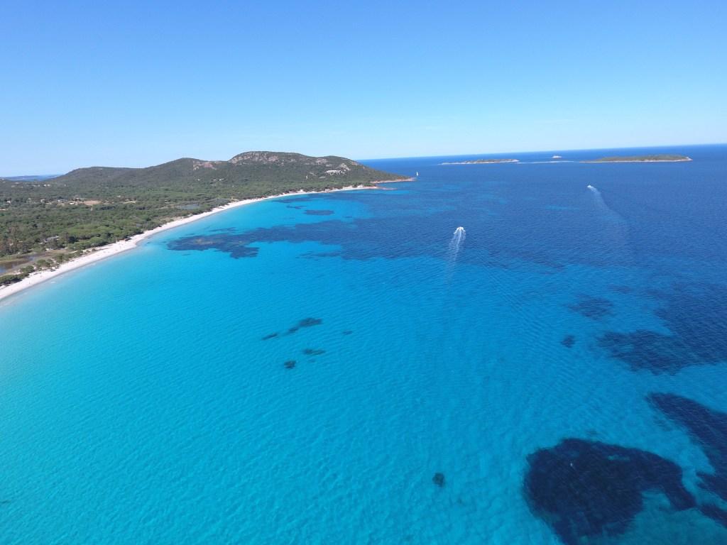 La jolie plage de Palombaggia vue du ciel depuis un drone; Crédit Photo : Francois-Olivier Piazza