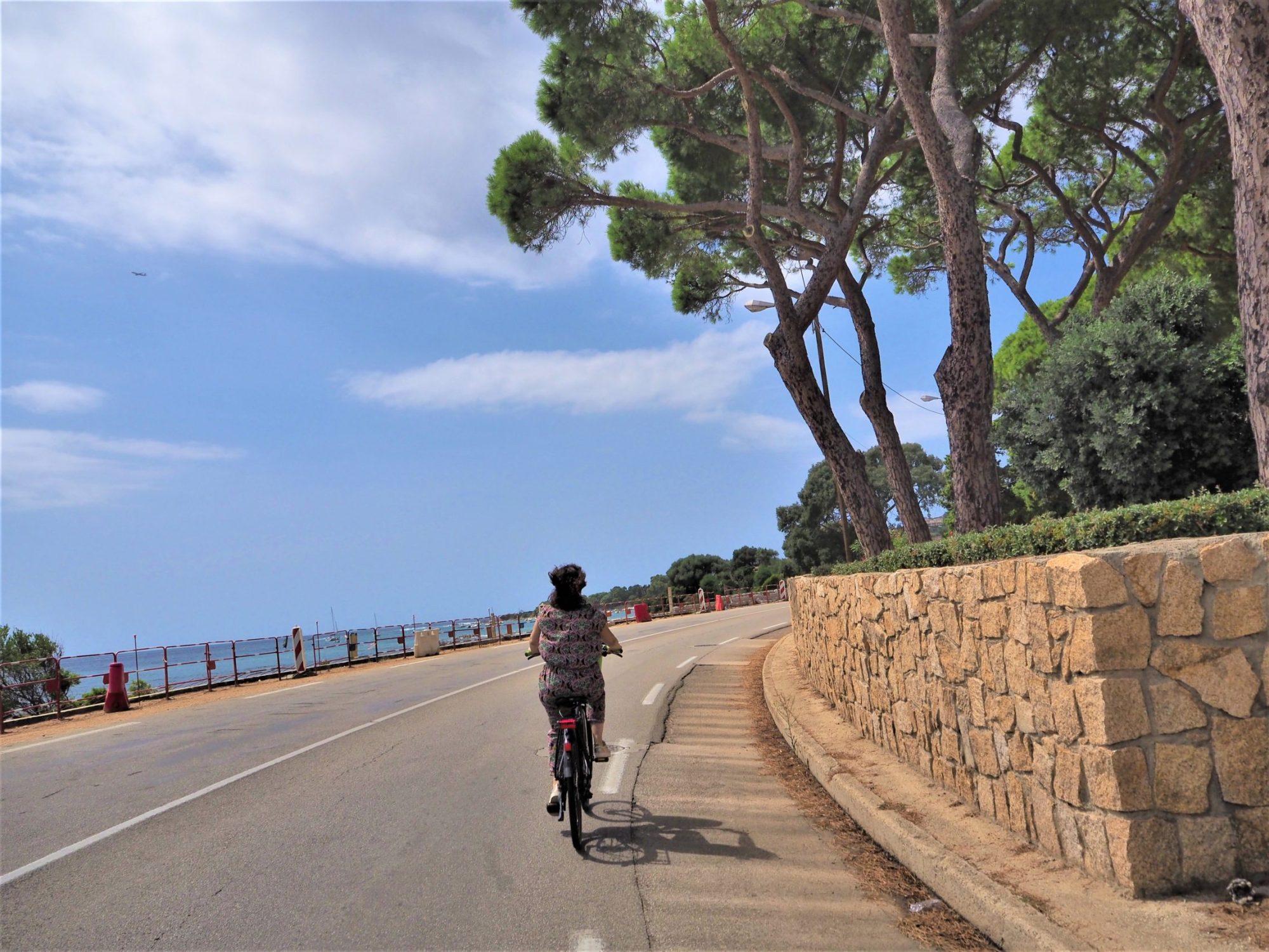 Corse, sur la Route des Sanguinaires à Ajaccio en vélo électrique AppeBike