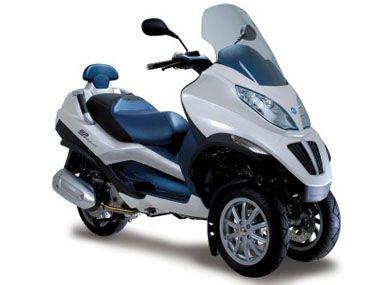 piaggio-plug-in-hybrid-scooter