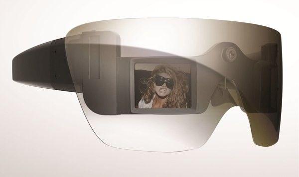 832ca32f9d Lady Gaga y las gafas cámara Polaroid GL 20