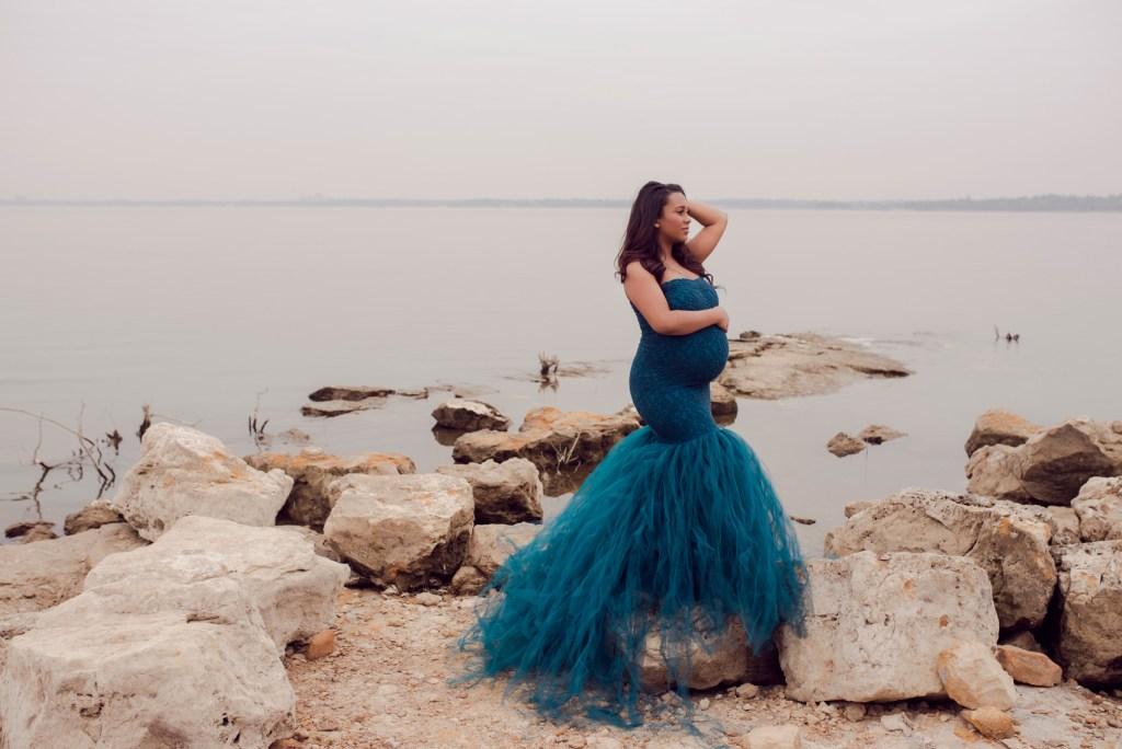 Outside Pregnancy Photo Shoot in Dallas Best Pregnancy Photographer Dallas CLJ Photography