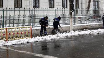 Utilajele și angajați ai BRAI–CATA au acționat pe străzile municipiului Călărași. FOTO Primăria Călărași