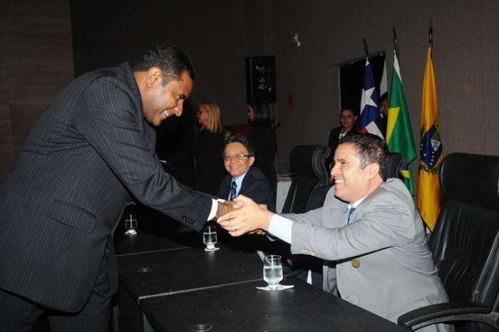 Fábio Câmara cumprimenta Edivaldo. Vereador pode caminhar para oposição mais coerente em 2014.