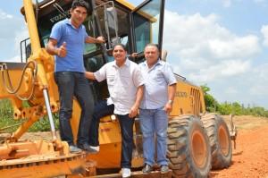 José Inácio acompanha recuperação de estradas em obras conveniadas com o Incra.