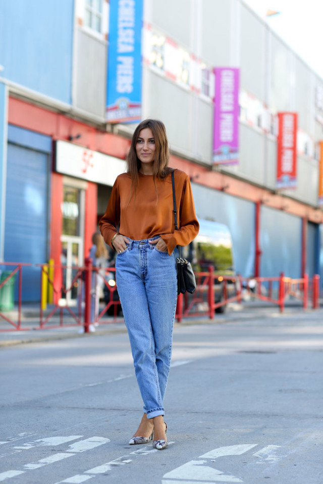 https://i1.wp.com/www.closetfulofclothes.com/wp-content/uploads/2015/09/nyfw-high-waisted-mom-jeans-gold-orange-top-blouse-snakeskin-pumps-heels-made-outfit-fall-outfit-work-out-date-night-party-via-popsugar-640x960.jpg