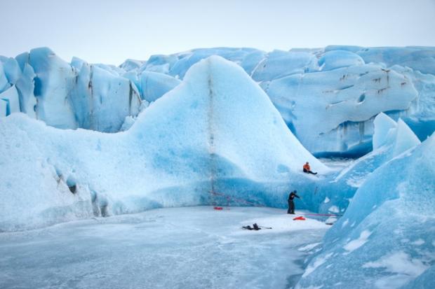 Slacklining in ice
