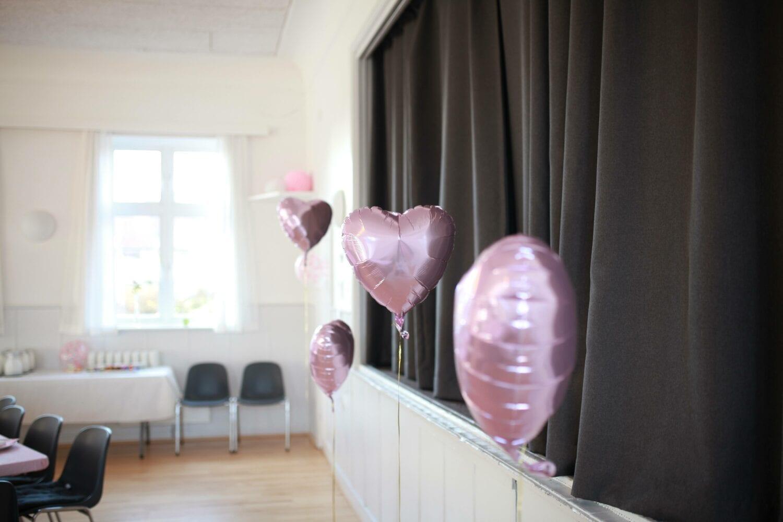 lyserøde hjerteballoner