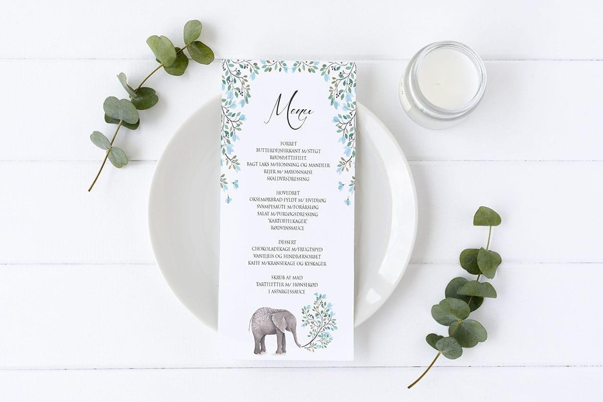 menukort med blå blomster og elefant barnedåb