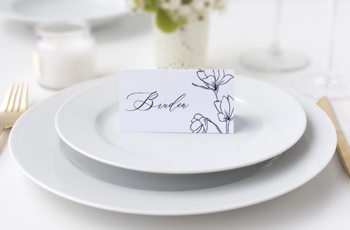 bordkort til bryllup. sort og hvid. blomster