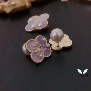 stud-earrings