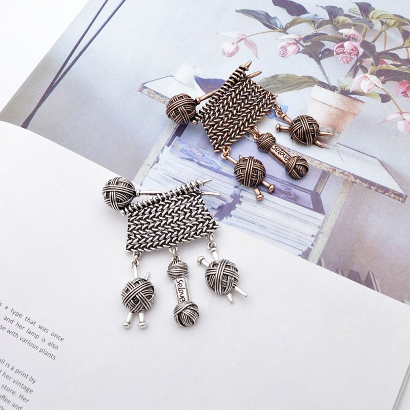 Creative Design Weaving Ball Of Yarn Brooch Vintage Jewelry Autumn Winter Sweater Design Jewelry Brooches For Women CLOVER JEWELLERY
