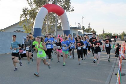 Participants rounding the corner on the 5k run. [Photo by Ron Sundquist]