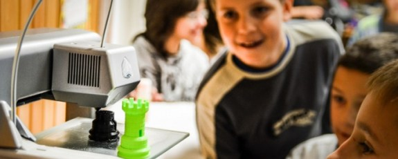 3d-systems-kids-watching-cube-3d-printer-budapest