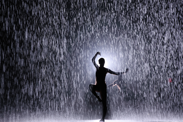 Photo de l'installation interactive Rain Room(c) MoMA