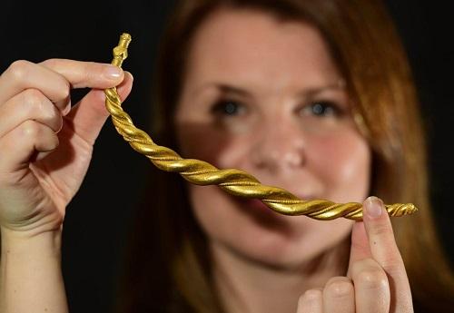 Anneau de bras d'or Viking - Image © Anthony Chappel-Ross