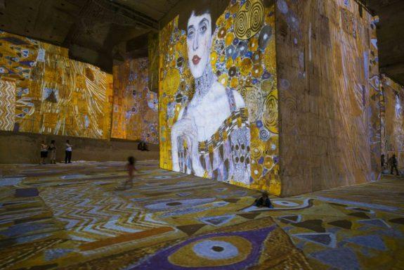 culturespaces baux klimt expo - Tour d'horizon de l'offre culturelle immersive mondiale - Paxi Collectif