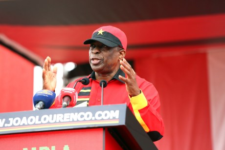 Paulo Pombolo eleito secretário-geral do MPLA após 1.ª reunião do novo Comité Central