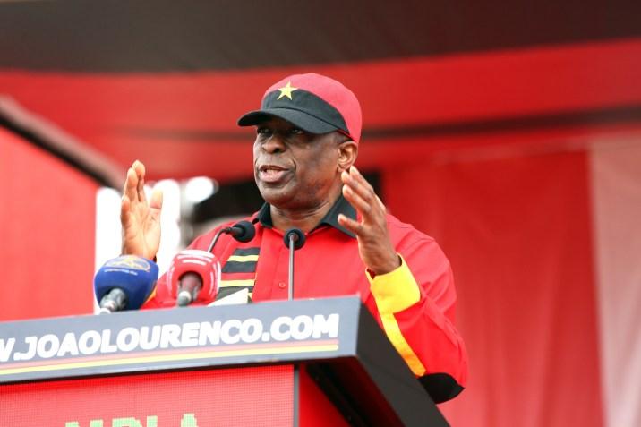 """Declarações sobre destituição de PR de Angola são """"muito graves"""""""