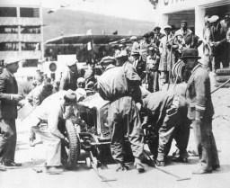 prewar-racing-62.jpg_1930_targa_florio_-_achille_varzi_alfa-romeo_p2_1st_6_display