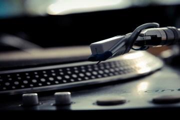 Gramofon pretvoren u tehno drum mašinu