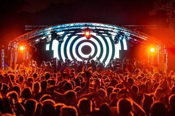 Kiša razgalila hiljade posetioca #welovesound festivala u Zagrebu