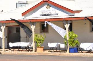 Club Boutique Hotel Cunnamulla front street dining