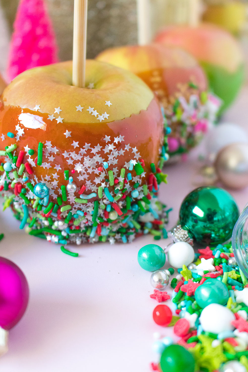 Christmas Candy Apples | Club Crafted