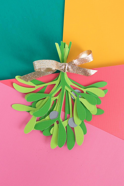 Simple DIY Paper Mistletoe (+ Free Printable!) | Club Crafted