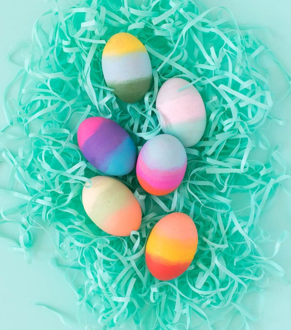 DIY Gradient Easter Eggs   Club Crafted