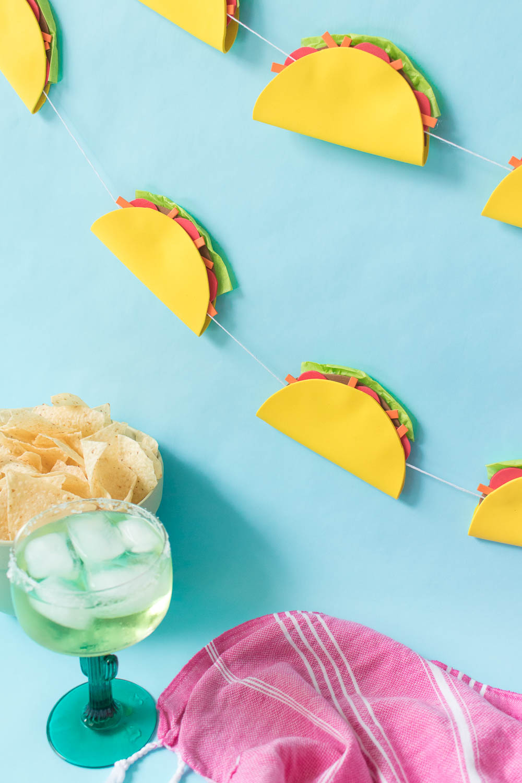 DIY Simple Taco Banner for a Cinco de Mayo Party! | Club Crafted