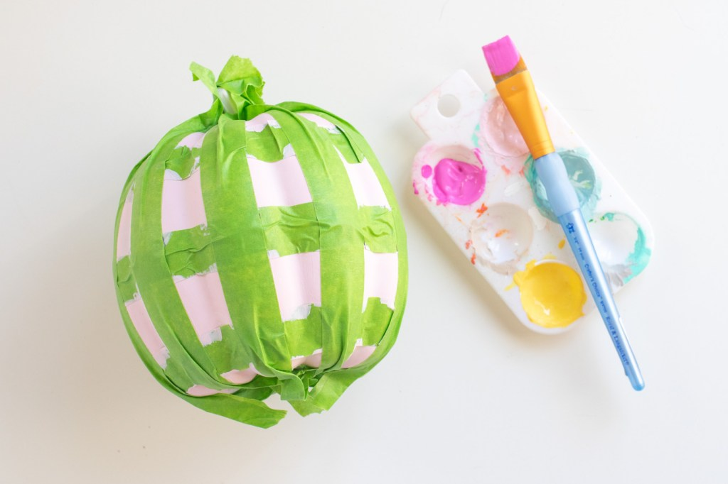 Painted Pumpkin Idea! DIY Gingham Pumpkins // Decorate pumpkins with a fun gingham pattern to decorate for Halloween with color! Use two-tone paints to make colorful Halloween decor 🎃 #pumpkin #halloween #halloweendiy #painting #gingham #diydecor #holidaydiy #falldecor #falldiy