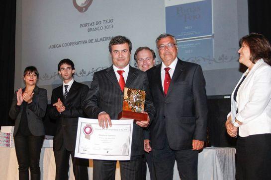 Medalha Excelência Vinho Branco Portas do Tejo 2013 da Adega de Almeirim a Romeu Gonçalves