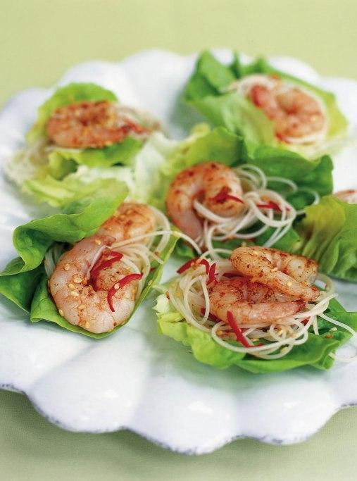 Salada Asiática com camarões Picantes e Massas