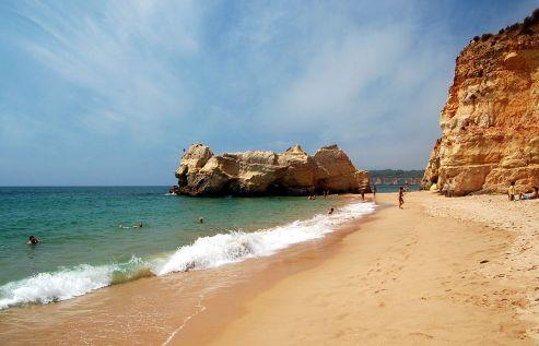 1024px-praia_da_rocha_portimao_fisherman