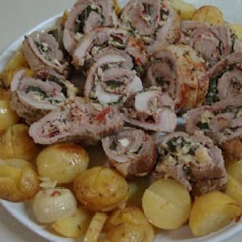 Lombo de Porco Recheado com Feta e Espinafres