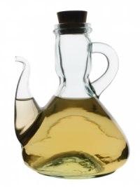 Vinagre - Dada a sua elevadíssima acidez, o vinagre não se deve usar em excesso. Os pratos tradicionalmente avinagrados, como os escabeches ou as cabidelas, irão sempre melhor com um vinho que tenha uma boa acidez, ou com um espumante bruto.