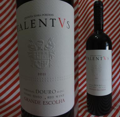 Talentvs Tinto 2011: É preciso muito talento por um lado, por outro muito boa, dira excecional condução de vinha ao longo do ano para que se possam escolher grandes uvas que servem de matéria prima a este vinho.