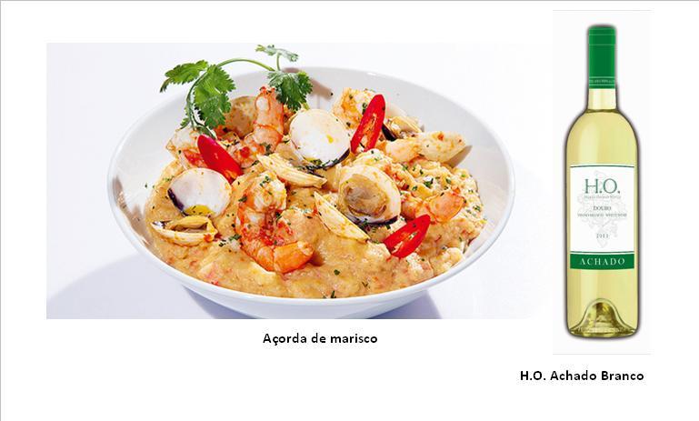 Ingredientes (para 5 pessoas):  1 embalagem de mariscada 400 g de camarão com casca 6 bolas de pão de mistura 80 g (com dois dias) 1 cebola 5 dentes de alho 1,5 dl de azeite 1 lata pequena de tomate pelado 2 ovos 1 raminho de coentros Sal q.b. Pimenta q.b. Preparação:  Deixe descongelar o marisco e o camarão. Descasque o camarão, deite as cascas e as cabeças para um tacho, junte água fria e leve ao lume, deixando ferver durante cerca de 10 minutos. Depois, triture tudo com a varinha mágica, passe o caldo pelo coador de rede fina e reserve até arrefecer.  Corte o pão em pedaços e demolhe-o no caldo já frio de camarão.  Descasque a cebola e os alhos. Pique a cebola e três dentes de alho. Deite para um tacho, junte um decilitro de azeite e leve ao lume a cozinhar até a cebola ficar macia.  Junte o tomate picado, mexa, baixe o lume e deixe cozinhar em lume brando durante cerca de 10 minutos.  Pique o resto dos dentes de alho, deite-os para uma frigideira, acrescente o resto do azeite e leve ao lume. Quando o azeite estiver bem quente adicione o marisco e o camarão, tempere com sal e pimenta e deixe cozinhar durante cerca de cinco minutos.  Escorra o molho da mariscada e junte-o ao tacho, mexendo sempre.  Escorra o pão com a mão, apertando ligeiramente até sair a maior quantidade de água e junte-o ao tacho. Mexa bem até obter uma mistura homogénea.  Bata os ovos e junte-os ao tacho. Mexa bem, verifique o sal, junte o marisco e os coentros picados e misture. Sirva de imediato decorado a gosto