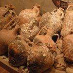 Alguns autores referem que Ulisses, ao fundar a cidade de Lisboa (a que deu o nome de Ulisseia ou Olisipo) seguiu o costume usado nas suas viagens, oferecendo vinho para festejarem com ele as boas vindas.