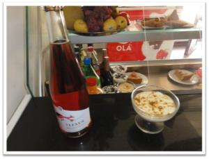 VINHO: Plexus Frisante Rosé PRATO: Mousse de Limão