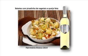 Batatas com picadinho de vegetais e queijo feta