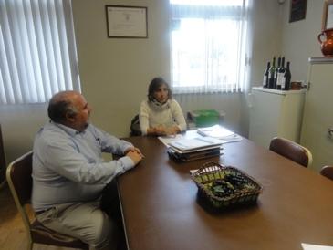 A minha visita fui excelentemente conduzida pela Sra. Engª Alexandra Marques, uma enóloga bastante competente e créditos firmados, que aqui trabalhou durante alguns anos em parceria com o Engº João Melícias. Mas sobre a enóloga (membro e dirigente da APE) falarei mais adiante.