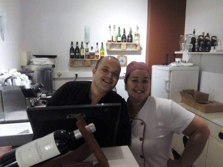 À esquerda, o proprietário, Sr. João Firmino