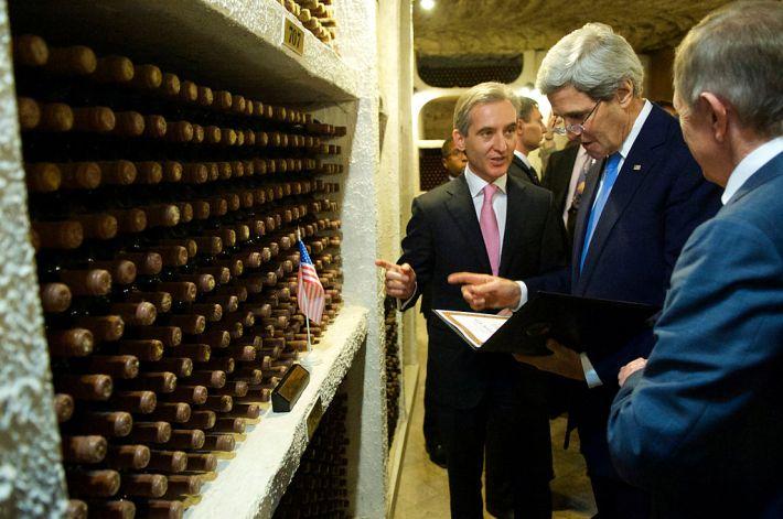 John Kerry visitando Cricova