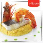 Pescada em caldo aromático com camarão tigre frito e puré de grão
