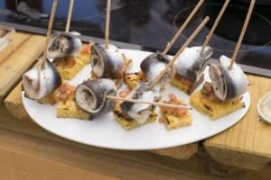 sardinhas-com-broa-e-tomate