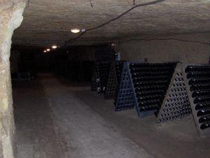 Caves de Cinzel-Tuffeau características ; De Vignes En Vin®